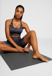 Onzie - WARRIOR BRA - Sports bra - black/gray - 1