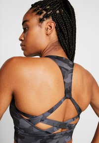 Onzie - WARRIOR BRA - Sports bra - black/gray - 4