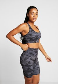 Onzie - WARRIOR BRA - Sports bra - black/gray - 0