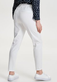 ONLY - POPTRASH EASY COLOUR  - Pantaloni sportivi - cloud dancer - 2