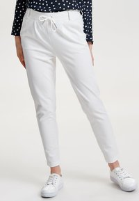 ONLY - POPTRASH EASY COLOUR  - Pantaloni sportivi - cloud dancer - 0