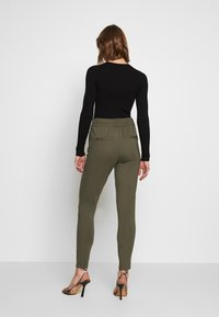 ONLY - POPTRASH EASY COLOUR  - Pantaloni sportivi - olive night - 2