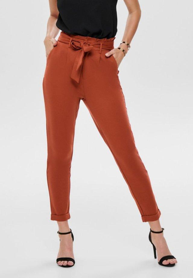 ONLPOPTRASH EASY PAPERBACK PANT PNT - Pantalones - picante