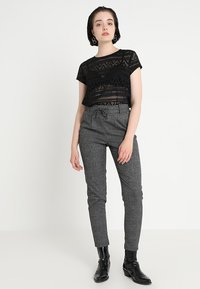 ONLY - ONLPOPTRASH SOFT CHECK PANT - Pantaloni - black/cloud dancer