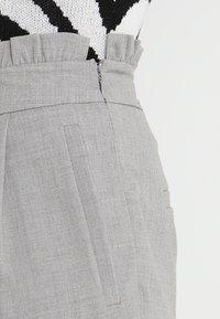 ONLY - ONLLEMON PAPERWAIST PANTS  - Kalhoty - light grey melange - 3