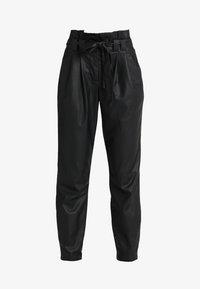 ONLY - ONLNADIA PAPERBAG PANT - Bukse - black - 3