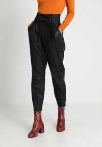 ONLY - ONLNADIA PAPERBAG PANT - Bukse - black - 0