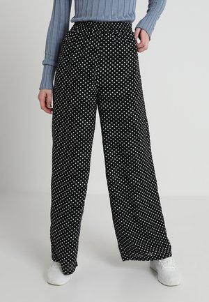 ONLFPAIGE LIFE WIDE LEG DOT PANT - Pantalon classique - black/white