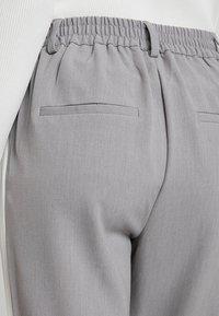 ONLY - ONLCOOL ANKLE PANT - Bukse - light grey melange/white - 3