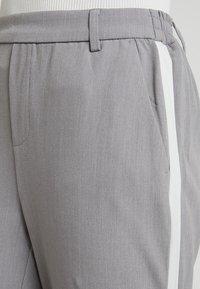 ONLY - ONLCOOL ANKLE PANT - Bukse - light grey melange/white - 5