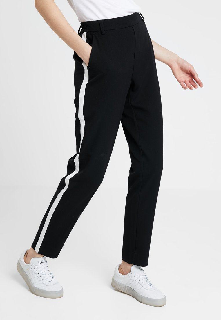 ONLY - ONLCOOL ANKLE PANT - Stoffhose - black/white