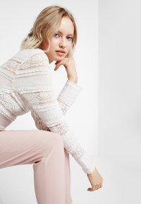 ONLY - ONLFINI PAPERBAG ANKLE PANT - Pantalon classique - misty rose - 3