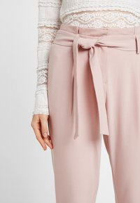 ONLY - ONLFINI PAPERBAG ANKLE PANT - Pantalon classique - misty rose - 6