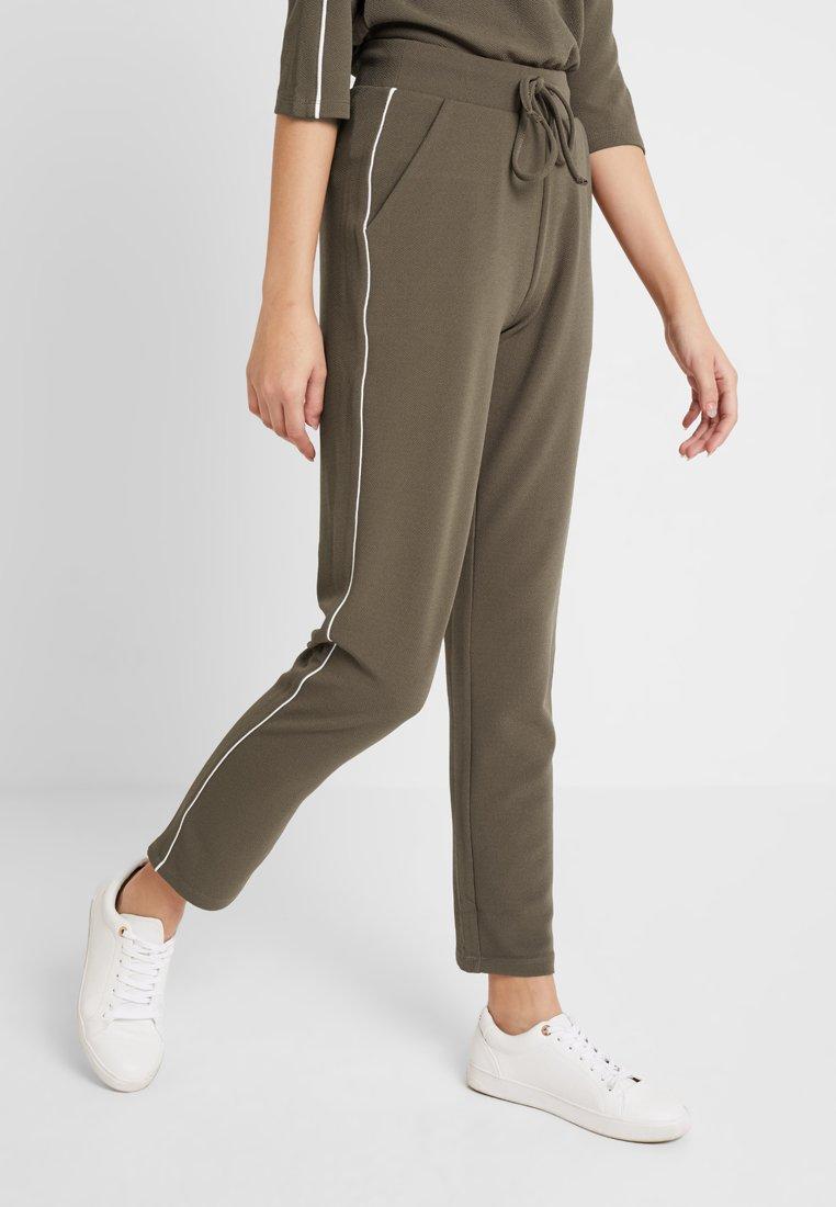 ONLY - ONLRAMONA PIPING PANT - Pantaloni - crocodile