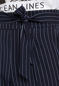 ONLY - ONLANNYA PINSTRIPE BELT PANTS - Stoffhose - night sky/cloud dancer - 3