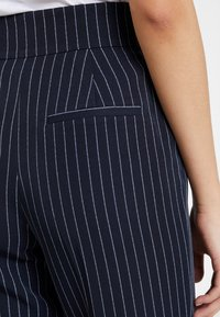 ONLY - ONLANNYA PINSTRIPE BELT PANTS - Stoffhose - night sky/cloud dancer - 5