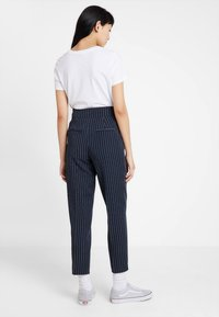ONLY - ONLANNYA PINSTRIPE BELT PANTS - Stoffhose - night sky/cloud dancer - 2