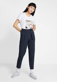 ONLY - ONLANNYA PINSTRIPE BELT PANTS - Stoffhose - night sky/cloud dancer - 1