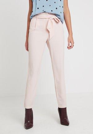 ONLRUNA PAPERBAG PANT - Kalhoty - rose smoke