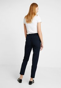ONLY - ONLCLASSY COOL ANKLE PANT - Kalhoty - night sky - 2