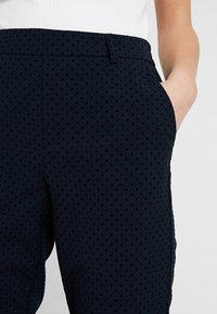 ONLY - ONLCLASSY COOL ANKLE PANT - Kalhoty - night sky - 3