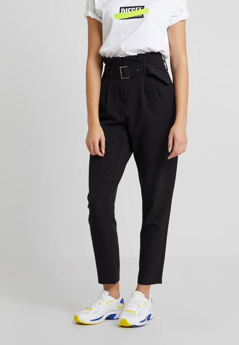 ONLY - ONLRINNA BELT PANT - Stoffhose - black