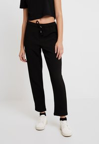 ONLY - ONLJULIA PANTS - Pantalones - black - 0
