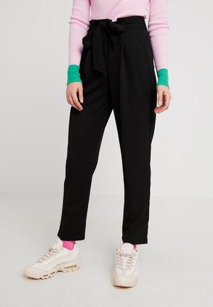 ONLLOTTE BELT PANT - Bukse - black