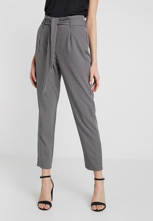 ONLLOTTA BELT PANT - Kalhoty - dark grey melange