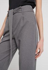 ONLY - ONLLOTTA BELT PANT - Trousers - dark grey melange - 4