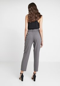 ONLY - ONLLOTTA BELT PANT - Trousers - dark grey melange - 2