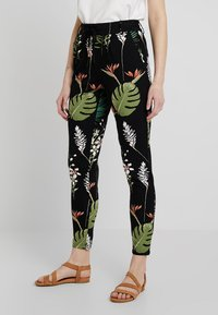 ONLY - ONLPOPTRASH OPEN LEAF PRINT PANT - Trousers - black - 0