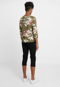 ONLY - ONLPOPTRASH EASY PANT - Shorts - black - 2