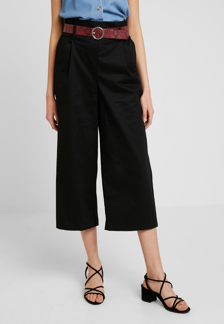 ONLY - ONLSHARON CROPPED PANT - Trousers - black