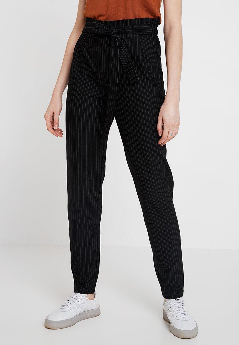 ONLY - ONLFLORENCE POPTRASH PIN PANT - Pantalon classique - black/cloud dancer