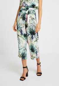 ONLY - ONLTROPICAL PAPERBAG CROPPED PANT - Stoffhose - cloud dancer - 0