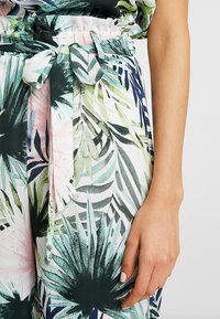 ONLY - ONLTROPICAL PAPERBAG CROPPED PANT - Stoffhose - cloud dancer - 4