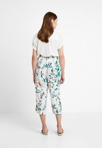 ONLY - ONLNOVA CROPPED PALAZZO PANT  - Stoffhose - cloud dancer/green - 2