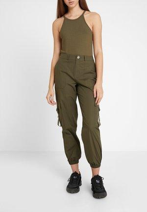 ONLIRINA STRAP DETAIL COMBAT PANT  - Kalhoty - kalamata