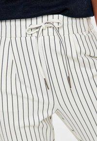 ONLY - PANTALON POPTRASH - Pantalones - off-white - 3