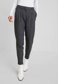 ONLY - ONLKELIA PINSTRIPE PANT - Pantalon classique - dark grey melange - 0