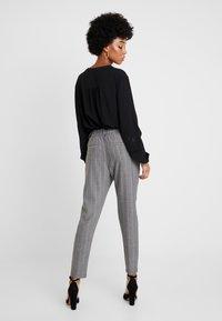 ONLY - ONLPOPTRASH EASY CHARLIE PANT - Kalhoty - black - 2