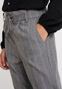 ONLY - ONLPOPTRASH EASY CHARLIE PANT - Kalhoty - black - 5