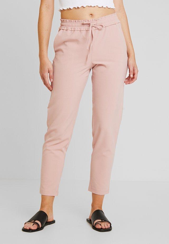 FINI RUFFLE WAIST PANTS  - Pantalones - misty rose