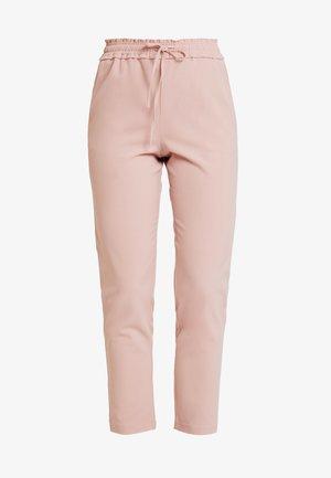 FINI RUFFLE WAIST PANTS  - Pantaloni - misty rose