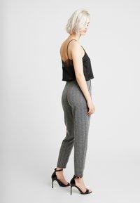 ONLY - ONLFLIFE PANTS - Bukser - dark grey melange/moonbeam - 3