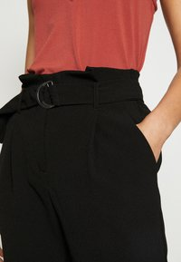 ONLY - ONLRUNA LILI BELT PANT - Trousers - black - 4