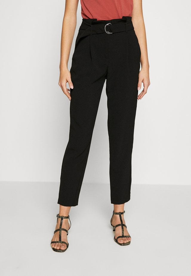 ONLRUNA LILI BELT PANT - Pantalones - black
