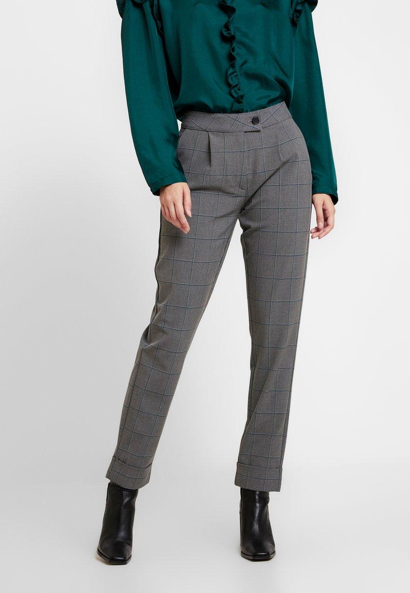 ONLY - ONLMONIZ CHECK PANT - Trousers - medium grey melange