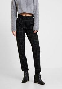 ONLY - ONLMONIZ CHECK PANT - Pantaloni - black - 2